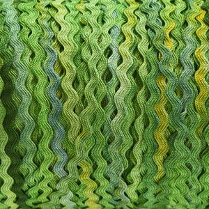 green-rayon-ric-rac-by-colour-complements