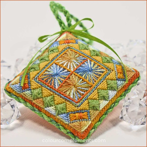 jewel-box-christmas-ornaments-colour-complements