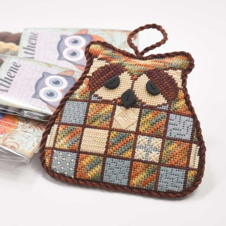 needlepoint-owl-colour-complements